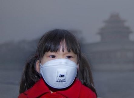 Young children Beijing red smog alert