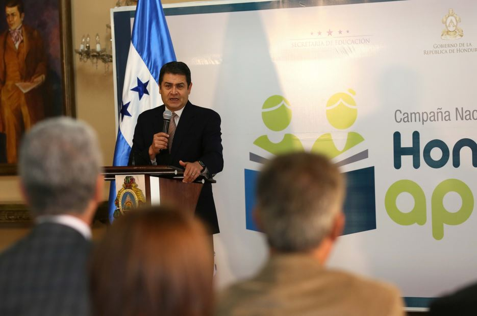 President of Hunduras announcing excavation started at the archaeological site