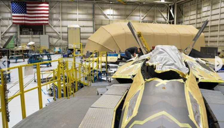 F-22 maintenance work