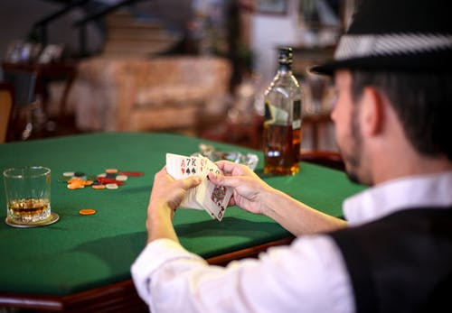 Do you know the basic things about playing blackjack in online casinos?