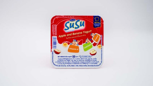 โยเกิร์ต ซูซู รส แอปเปิ้ลผสมกล้วย (Susu Apple and Banana Yogurt ) เป็นหนึ่งในสองรสที่เอาใจเด็กๆและวัยรุ่น โดยผสมรสชาติจากผลไม้ ทำให้มีความเปรี้ยวหวานในระดับที่พอดี