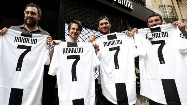 Ronaldo ย้ายไป Juventus Jersey