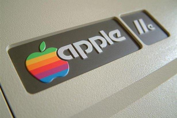 แบรนด์ดัง Apple 2