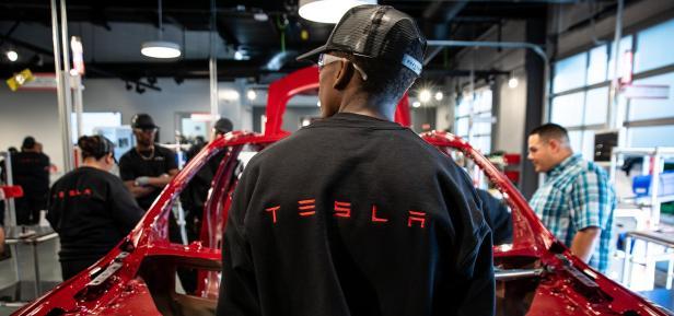 โรงงาน Tesla 4