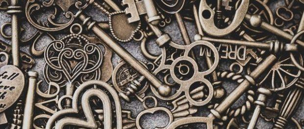 A pile of fancy keys.