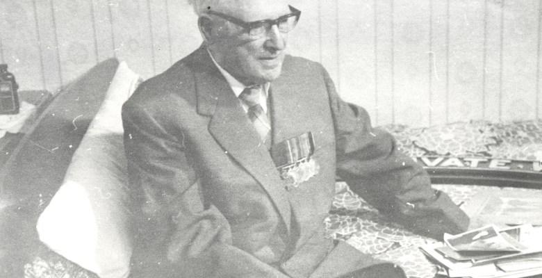Hazel Grove VC hero Wilfred Wood 1975