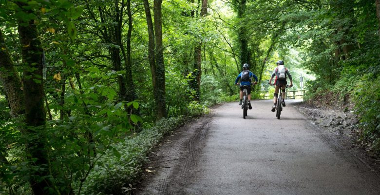 Enjoy the summer on the cycling routes in Stockport