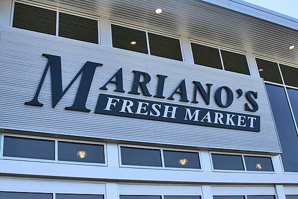 Marianos-front-entrance-sig