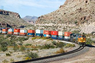 BNSF_5216_West_Kingman_Canyon_AZ_(293094839)