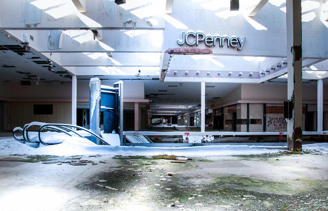 3042263-inline-i-3-surreal-photos-show-an-abandoned-mall-filled-with-snow-copy