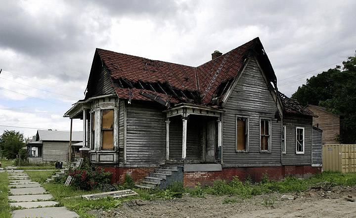 detroit-abandoned-buildings-2