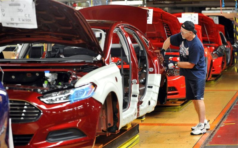 ford-fusion-in-assembly-line-at-flat-rock-facility