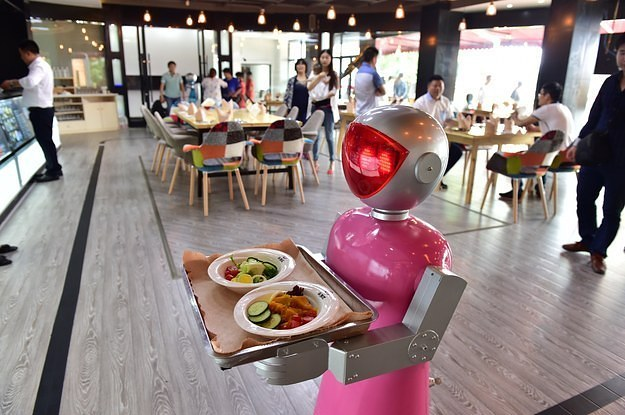 how-robots-are-re-making-todays-fast-food-jobs-2-26884-1437598451-5_dblbig