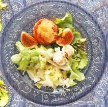 Melonensorbet im Serrano Schinken Mantel mit frischen Feigen