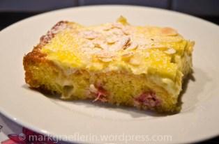 Rhabarberkuchen mit Creme Fraiche Guss