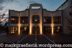 """Eingang zum Restaurant und Bar """"Fliegerhorst"""""""