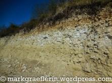 Gesteinsschichten in den Reben