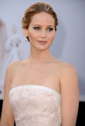 jennifer-lawrence-oscars-hair-makeup-h724