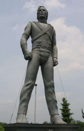 Michael_Jackson_sculpture