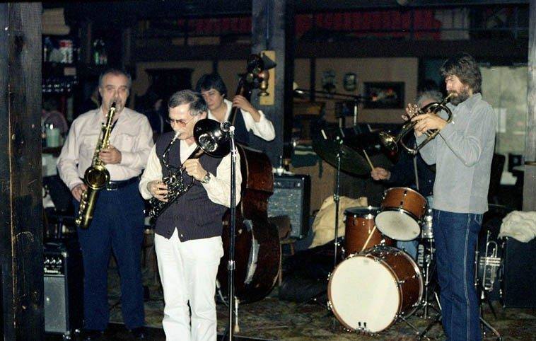 John Tirabasso Quintet at the Right Track, Pasadena, California -- November 26, 1979 -- Lew Ciotti, tenor saxophone; Frank DeLaRosa, bass; Steve Huffstetter, flugelhorn & trumpet; John Tirabasso, drums; and Frank Strazzeri (electric piano) on baritone horn ---- photo by Mark Weber ------ on page 136 in Artt's memoir he tells the story of Frank and Chet playing baritone-trumpet duets on gigs in the late 60s, clarinetest Bill Payne, who worked with Strazz in the 80s, says that Frank brought that baritone horn on to gigs often back then, and that he also liked to play tenor saxophone (but, not on gigs)