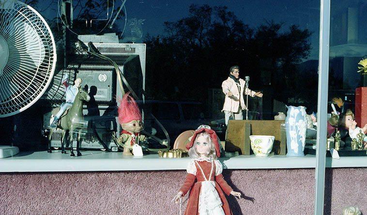 Elvis on San Mateo ---- November 5, 1997 Albuquerque ----- photo by Mark Weber
