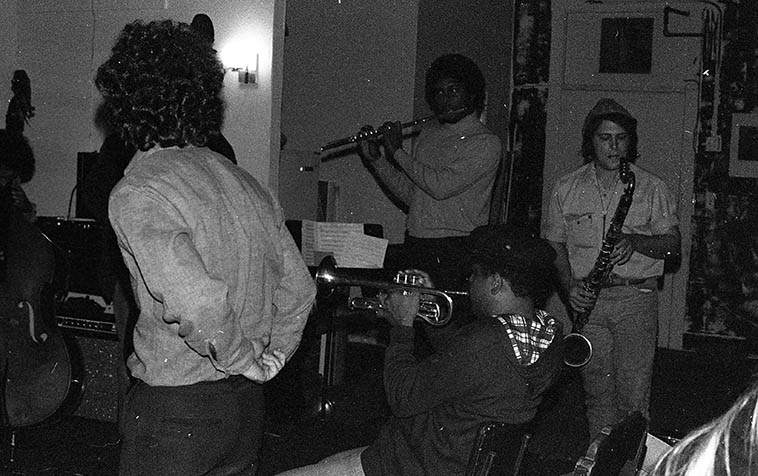 Sunday early evening jam session (it gets dark early this time of year) at The Little Big Horn, 34 N. Mentor, Pasadena, California -- November 28, 1976 -- Glenn Ferris (trombone, his back to camera), Bobby Bradford(cornet), James Newton(flute), Vinny Golia(bass clarinet), and on-stage but not in photo: Roberto Miranda & Richard Rehwald (basses), William Jeffrey(drums), John Carter(clarinet) -- photo by Mark Weber