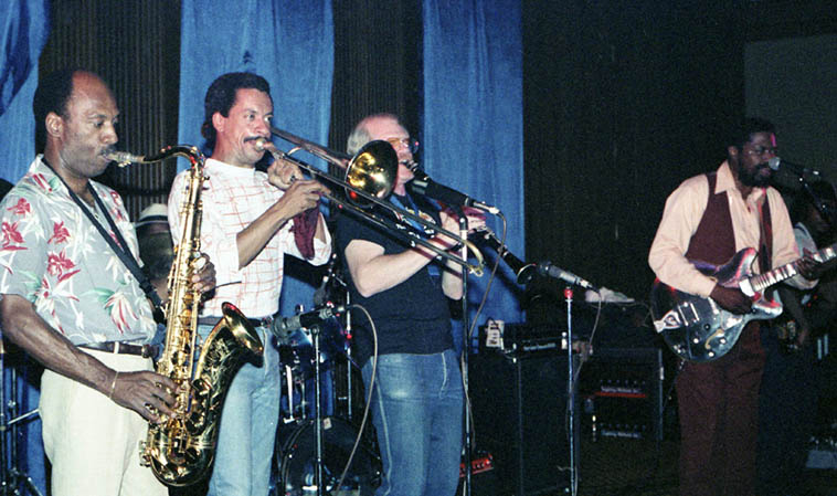 The Son Seals Blues Band – Holiday Inn, Richfield, Ohio – June 26, 1987 ---- photo by Mark Weber ---- my field notes say that the tenor was John Powell, and the drummer was Louis Hayes, I'd like to know if that's correct and who else is in this photo
