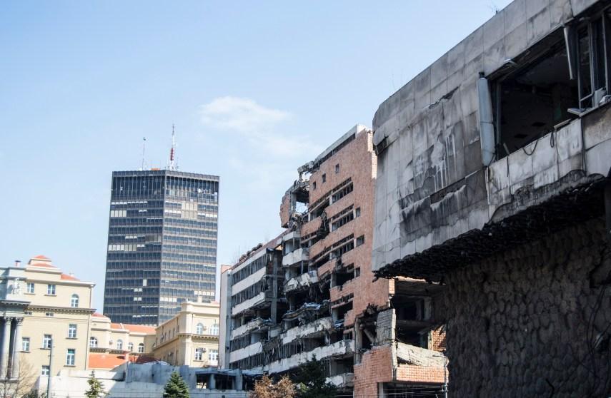 Este bombardeamento pretendia que a Sérvia se retira-se da região do Kosovo.