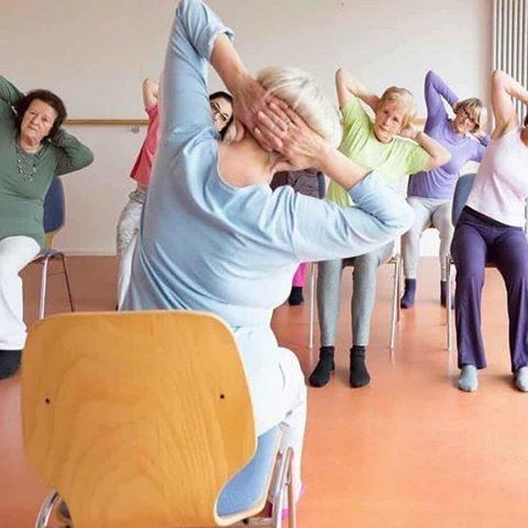 Stoelyoga lessen voor senioren