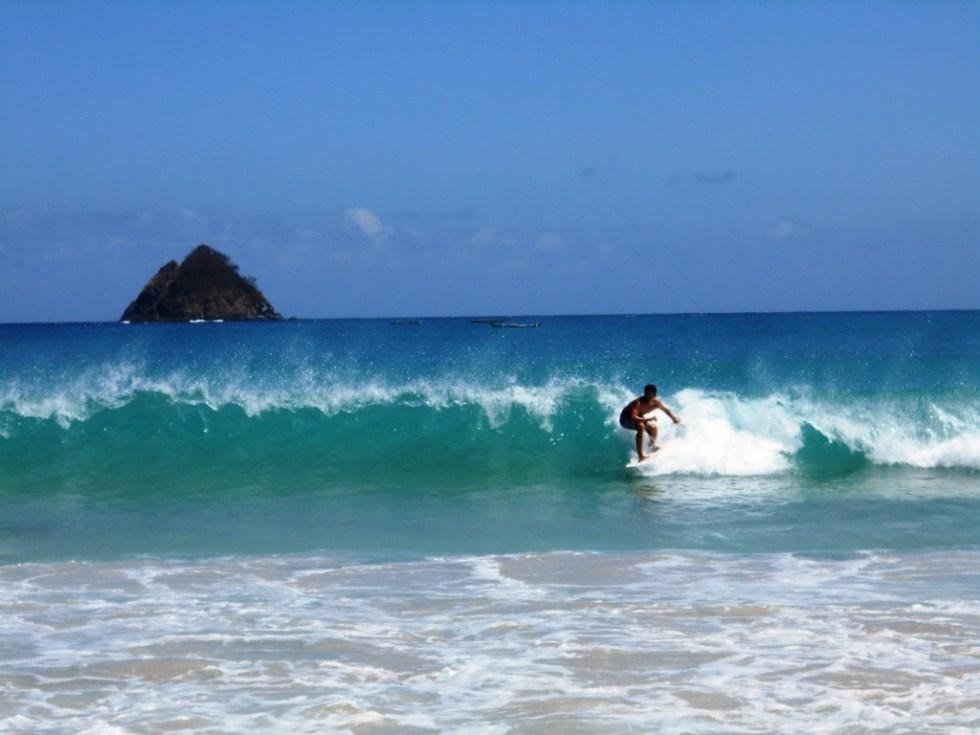 surfing-di-pantai-kuta-lombok