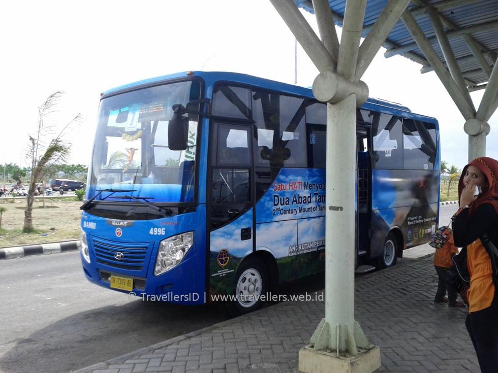 bus-damri-bandar-udara-internasional-lombok-lombok-tengah-ntb-indonesia