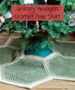 12 FREE Crochet Christmas Tree Skirt Patterns