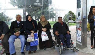 Kocaeli'nde 7 durakta daha engelli araç ve telefon şarj ünitesi oluşturdu