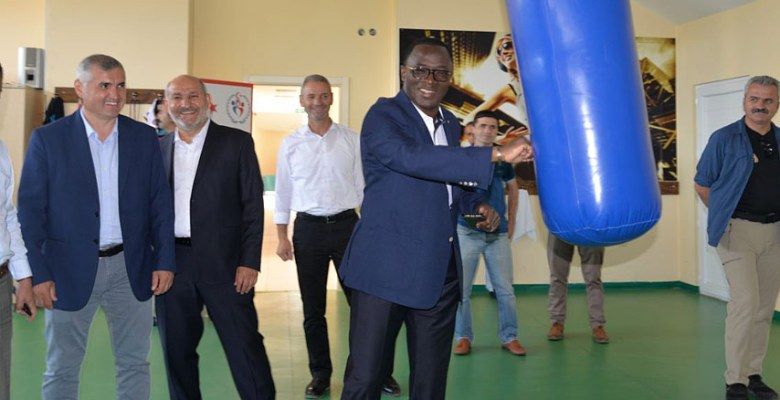 Fildişi Spor Bakanı Hendek'teydi