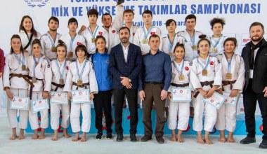 Kağıtspor'dan şampiyonluklarla dolu bir yıl