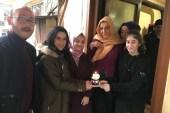 AK Partili gençlerden Beykozlu gençlere pastalı sürpriz