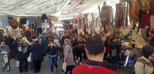 Beşiktaş'ta okul yolu pazar yeri oldu