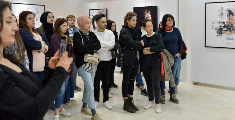 SAÜ'de İzafi Portreler Sergisi Açıldı