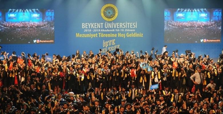 Beykent Üniversitesi 19. dönem mezunlarını verdi