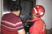 Burhaniye'de asansörde mahsur kalan adamı itfaiye kurtardı
