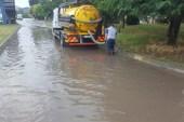 Büyükşehir ekiplerinden su baskınlarına anında müdahale