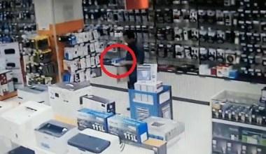Çaldıklarını müşteri kılığına giren polis ekiplerine satmaya çalışırken yakalandı
