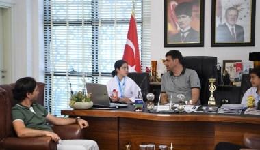 Başkan Kocaman minik karatecileri misafir etti