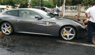 Caddebostan'da milyon liralık Ferrari su birikintisinde mahsur kaldı