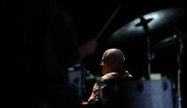 Ünlü müzisyen Bülent Ortaçgil Bursa'da sevenleriyle buluştu
