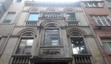 Beyoğlu'nda 2 İngiliz otelde ölü bulundu