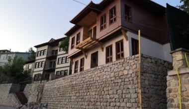 İzmit'in tarihi binaları restore ediyor