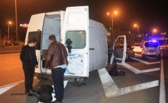Kaçak göçmenler polisi görünce otoyolda dağılıp kaçtılar