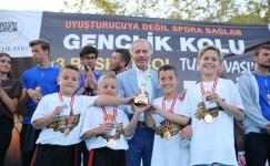Minik şampiyonlar ödüllerini Başkan Aydıner'den aldı