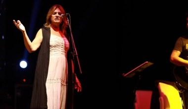 Sanatçı Birsen Tezer Sapanca'da sahne aldı